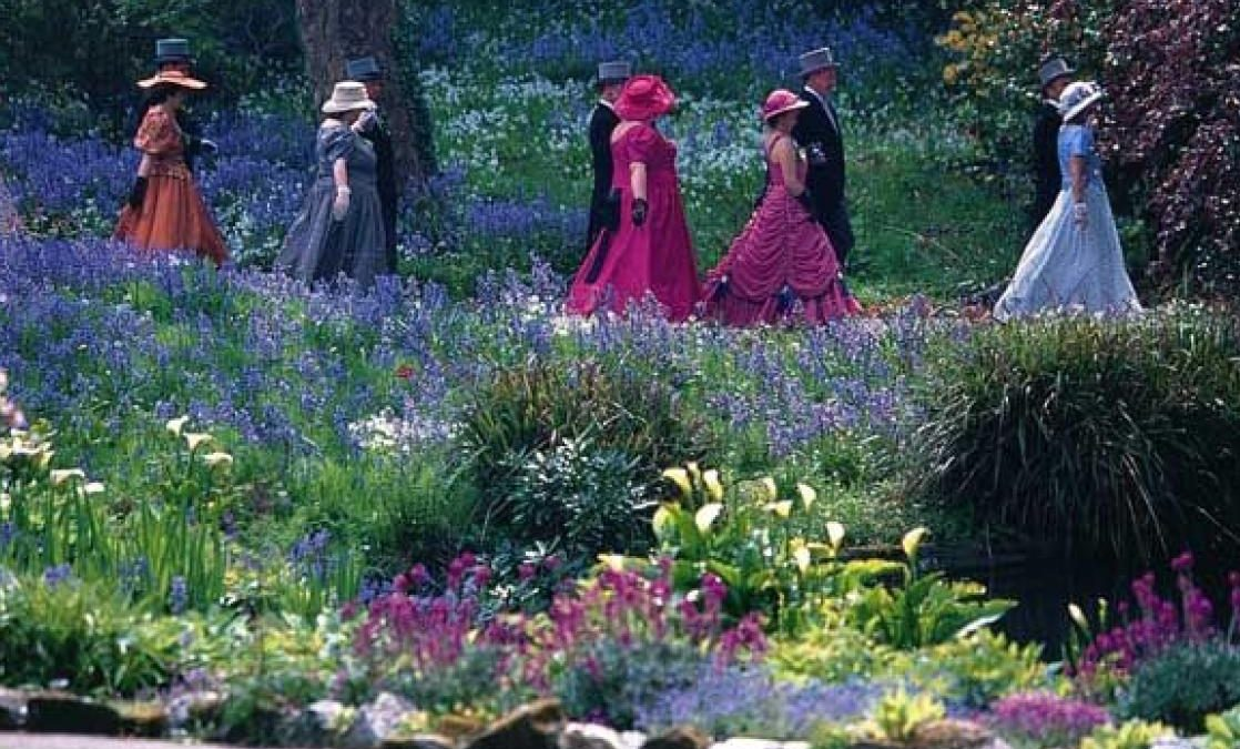 Helston Flora Dancers at Lismore Gardens
